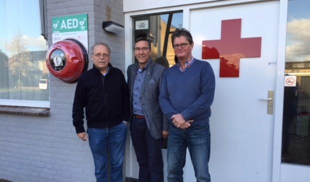 AED overgedragen aan Het Rode Kruis en de EHBO-vereniging